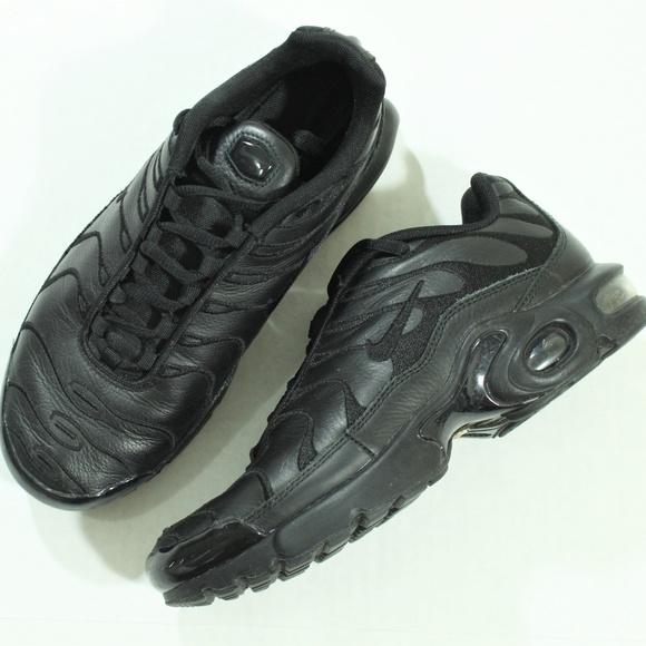 the best attitude 4464c 5a492 Nike Air Max Plus TN Tuned GS Triple Black Leather.  M 5bca50fcbaebf6e3b68f889e